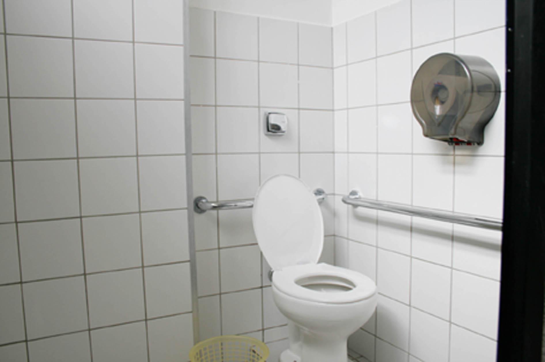 banheiros do Campus. Após o início as obras de reforma deverão #4B4661 1892 1258
